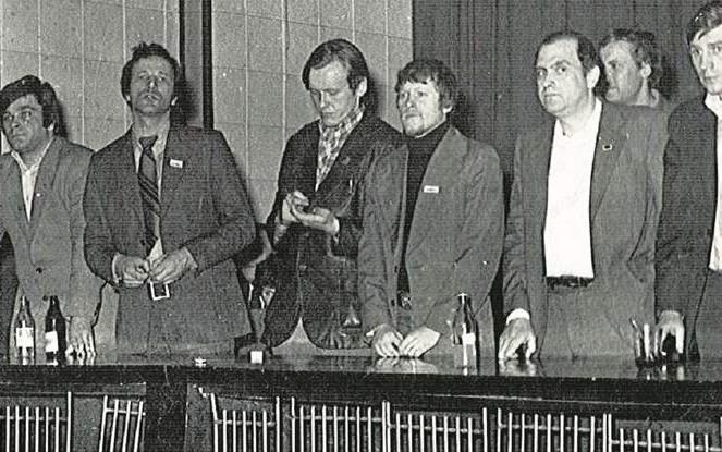 """19 marca, sala sesyjna WRN. Delegacja NSZZ """"S"""", której nie dopuszczono do głosu, domaga się kontynuacji obrad"""