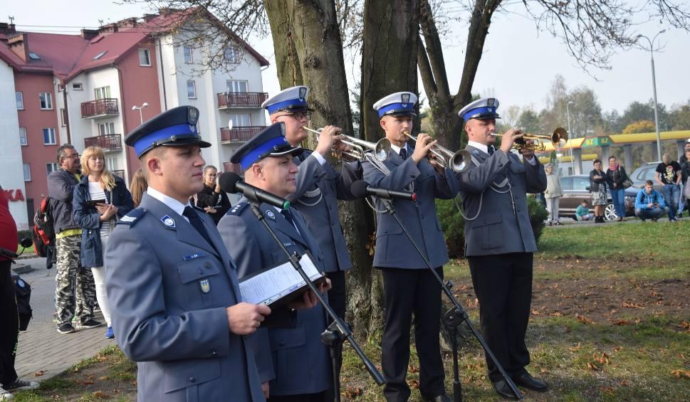 Film do artykułu: Posterunek policji w Porębie otwarty. Minister Błaszczak nie przyjechał ZDJĘCIA