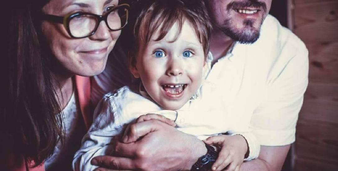 Rodzice Bruna Urszula i Dawid intensywnie go rehabilitują i to daje efekt.