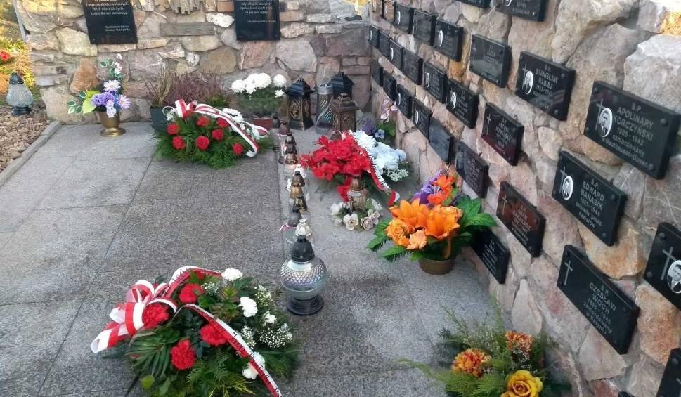Film do artykułu: Patriotyczne pieśniobranie w Brzezinach. Uczcili pamięć ofiar wojen