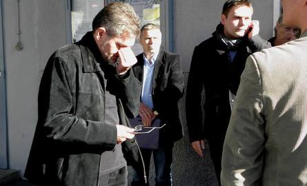Prezes Zbigniew Zawierucha ociera łzy