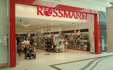 Promocja Rossmann kosmetyki wrzesień 2019: Nowe zasady! Rossmann promocja Jesień 2019. Od kiedy? Aplikacja Rossmann, kosmetyki do makijażu