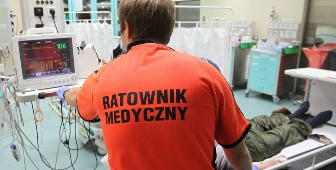 """Łódzkie pogotowie szuka ratowników i pielęgniarek, ale chętnych niewielu. """"Więcej od nas zarabiają Ukraińcy na kasie w Biedronce"""""""