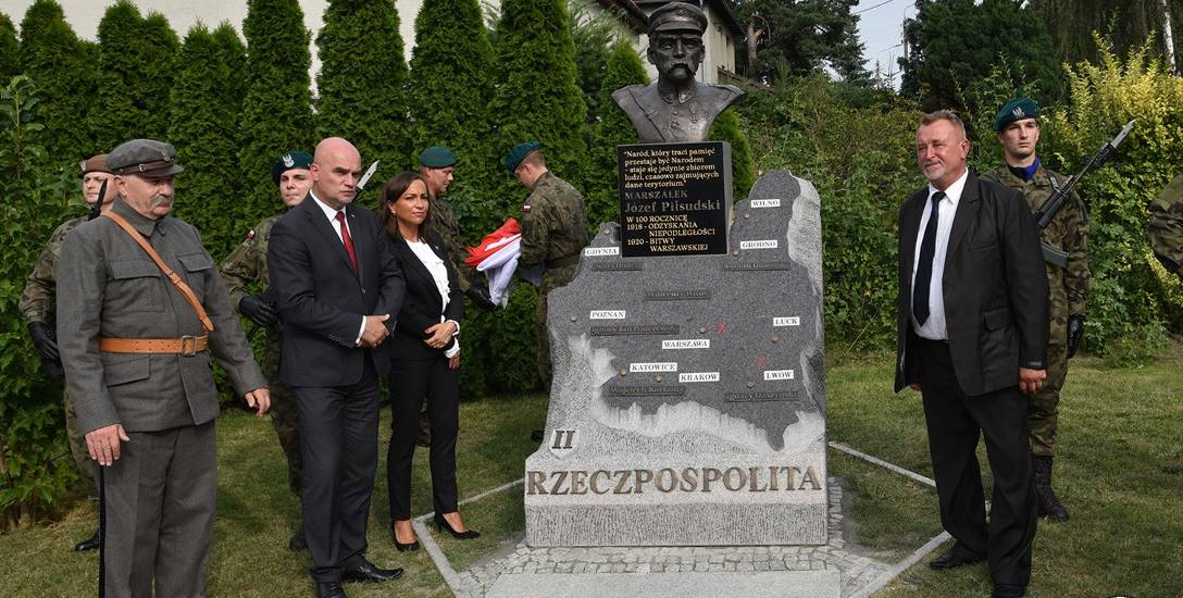 Pomnik Niepodległości i Bitwy Warszawskiej w Mirkowie