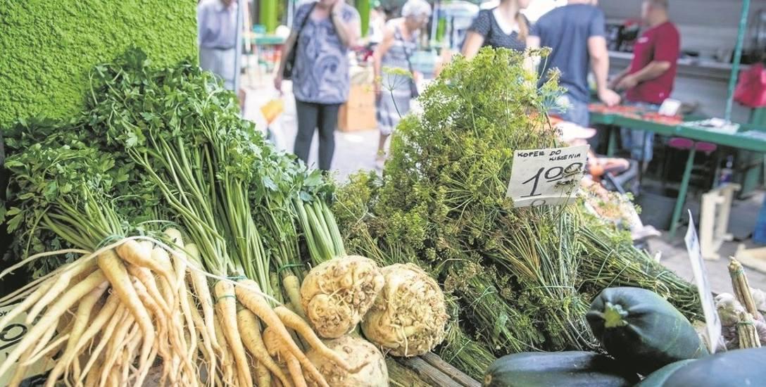 Za wzrost cen warzyw na targach i w sklepach odpowiada susza. Rekordy bije cena pietruszki