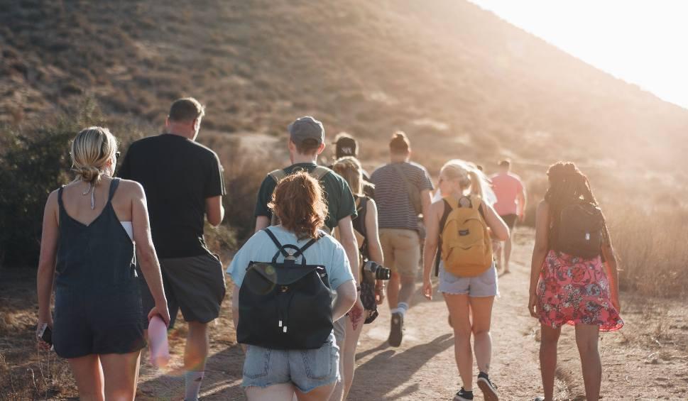 Film do artykułu: Tego nie wolno robić na szlaku! Zobacz najgorsze błędy niedzielnych turystów. Ty na pewno tak nie robisz?