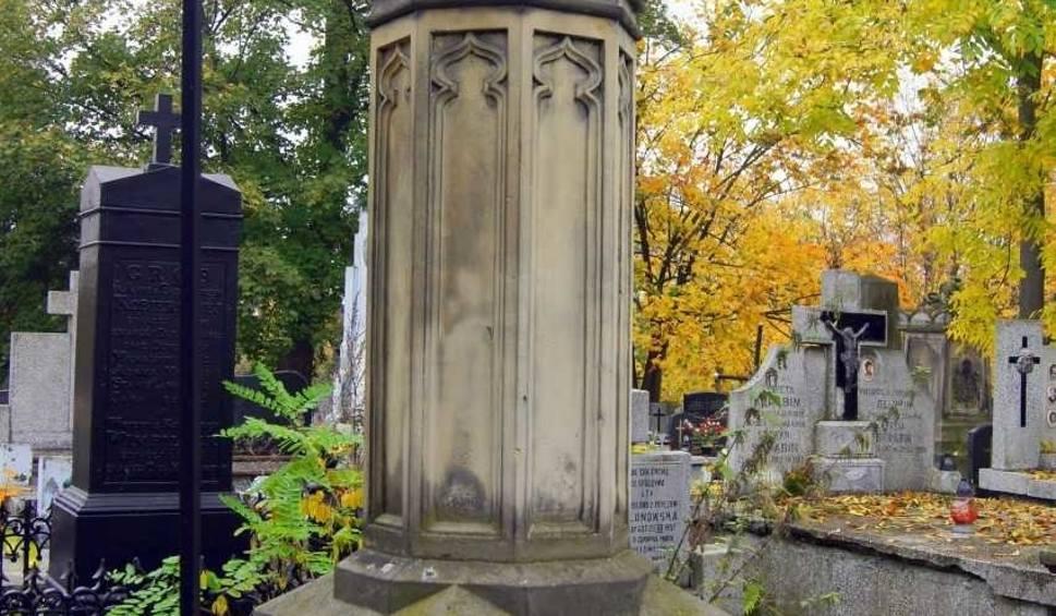 Film do artykułu: Kończy się renowacja zabytkowego grobu na cmentarzu przy ulicy Limanowskiego