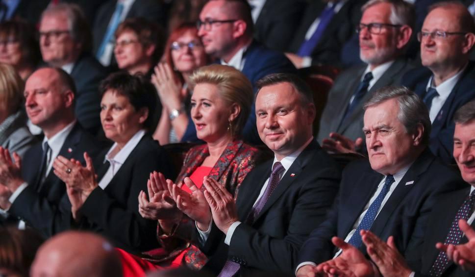 Film do artykułu: Kościół Św. Rocha już jest Pomnikiem Historii. Prezydent Andrzej Duda wręczył oficjalne dokumenty (zdjęcia, wideo)