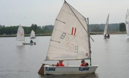 W tym roku Jacht Klub Nisko po raz pierwszy prowadził szkolenia dla dzieci pływających w klasie optymist.