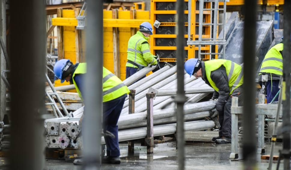 Film do artykułu: Zatruło się kilkadziesiąt osób pracujących przy budowie Forum Gdańsk. To salmonella?