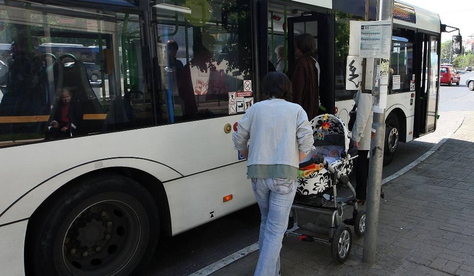 Film do artykułu: Kierowca autobusu przytrzasnął drzwiami dziecięcy wózek. Przewoźnik przeprasza