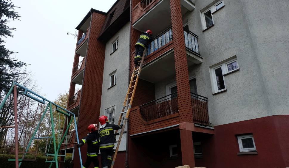 Film do artykułu: Straż pożarna przy Pułaskiego. Kobieta potrzebowała pomocy (zdjęcia, wideo)