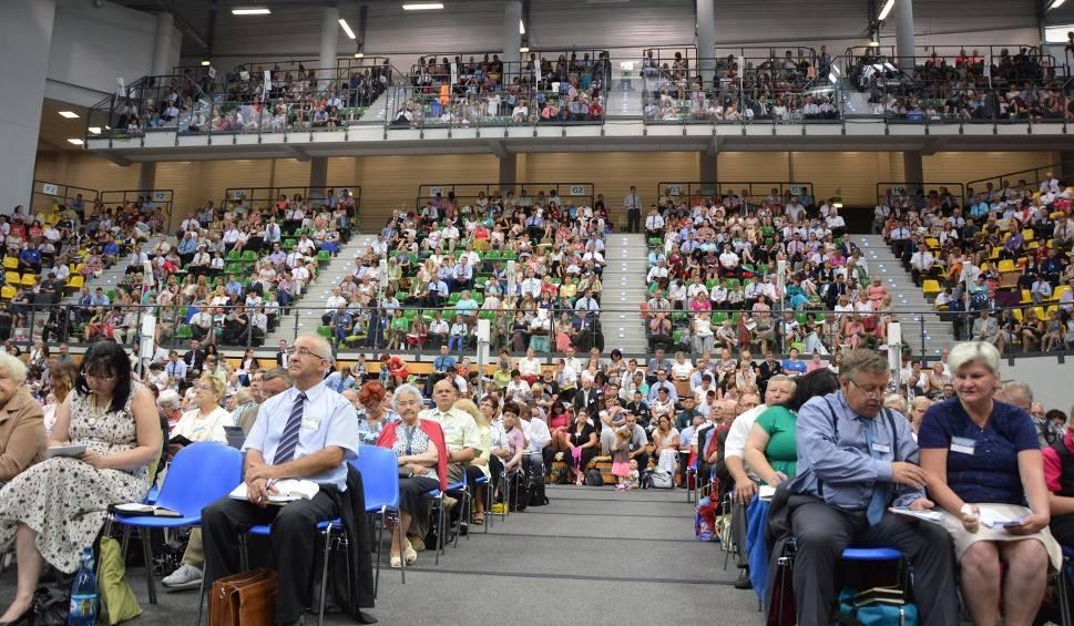 Film do artykułu: Trwa Kongres Świadków Jehowy w Zielonej Górze [ZDJĘCIA, WIDEO]