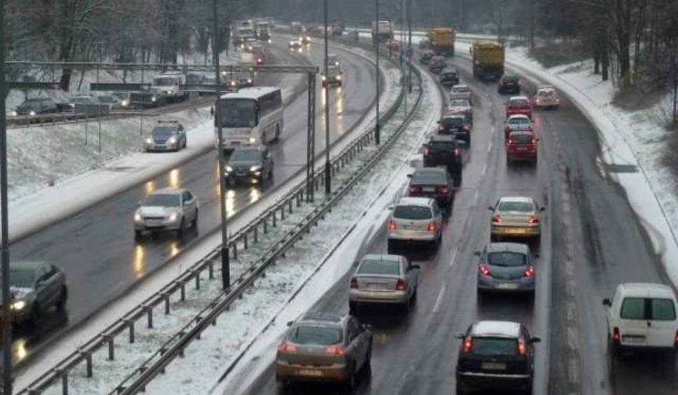 Film do artykułu: Sobota z intensywnymi opadami śniegu na południu. Uwaga na warunki drogowe! [PROGNOZA POGODY]