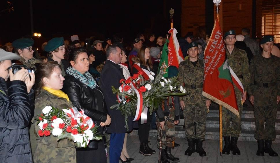 Film do artykułu: Święto Niepodległości w Stalowej Woli. Msza święta za ojczyznę, odsłonięcie obelisku niepodległości, apel pamięci i ognisko patriotyzmu
