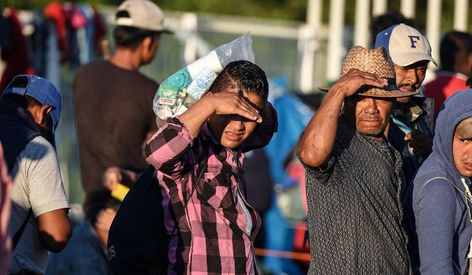 Film do artykułu: Tysiące imigrantów z Ameryki Południowej maszeruje ku granicy USA. Są już w Meksyku i nie zrażają się retoryką prezydenta Trumpa