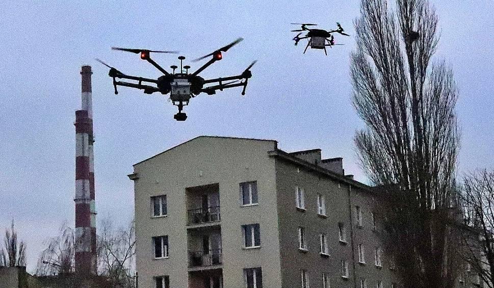 Film do artykułu: Politechnika Łódzka od stycznia 2020 roku wysyła dwa drony do badania powietrza, którym oddychamy w Łodzi