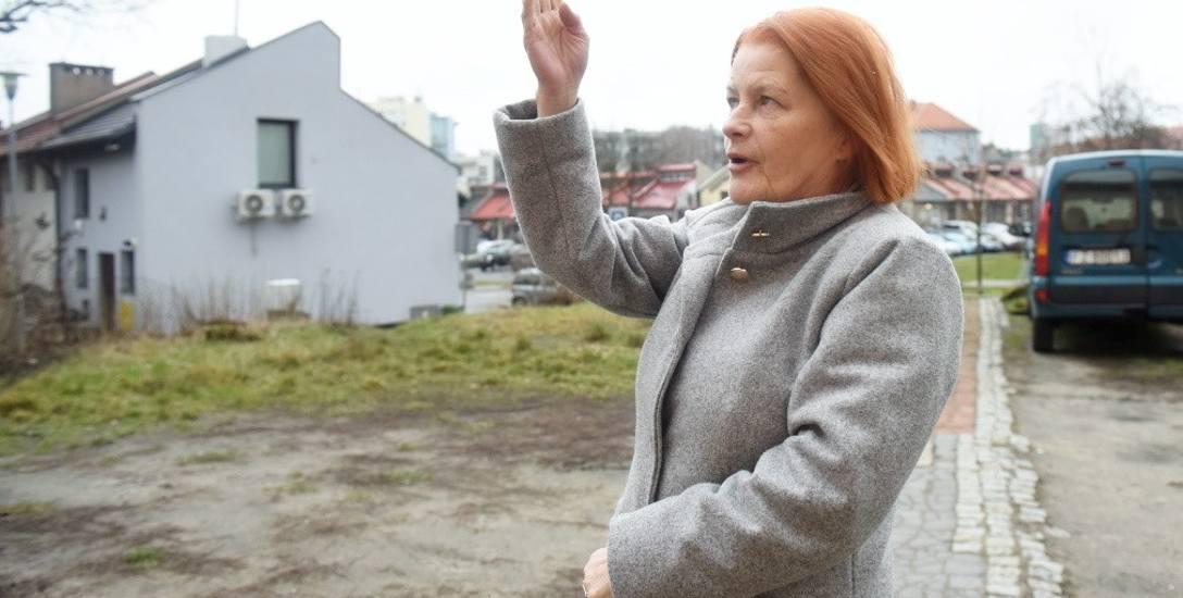 Krystyna Kozłowska obawia się, że powstanie budynku obok domu przy ul. Świętojańskiej, wpłynie na komfort mieszkańców. - Wokół będą same mury! - mówi