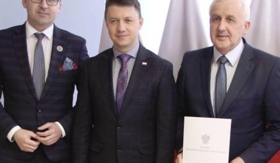 Film do artykułu: Rządowe pieniądze na remonty dróg w gminach Busko-Zdój, Gnojno i Pacanów