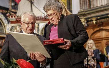 Prof. Świątecka mimo emerytury nadal leczy pacjentów. Współtwórczyni pierwszego w Polsce Telefonu Zaufania odznaczona Orderem Orła Białego