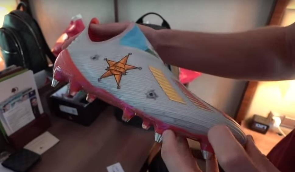 Film do artykułu: Krzysztof Piątek specjalne malowanie butów korki Adidasa. Czy przełamie nimi niemoc strzelecką? [ZDJĘCIA]