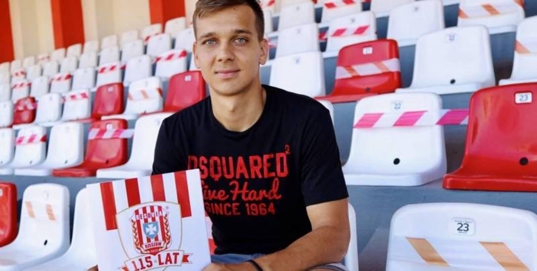 - Chciałbym strzelić w sezonie co najmniej dziesięć bramek - mówi nowy napastnik Apklan Resovii, Dawid Rogalski