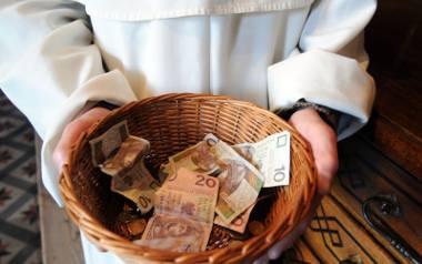 """Cennik za udzielenie ślubu. Ile kosztuje """"co łaska"""" za ślub w konkretnych diecezjach [ANALIZA CENNIKÓW]"""
