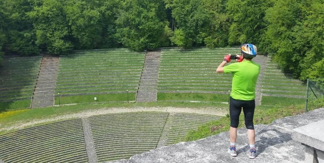 Amfiteatr i pomnik mają przejść gruntowny remont, ale na razie do przetargu nie stanęła żadna firma.