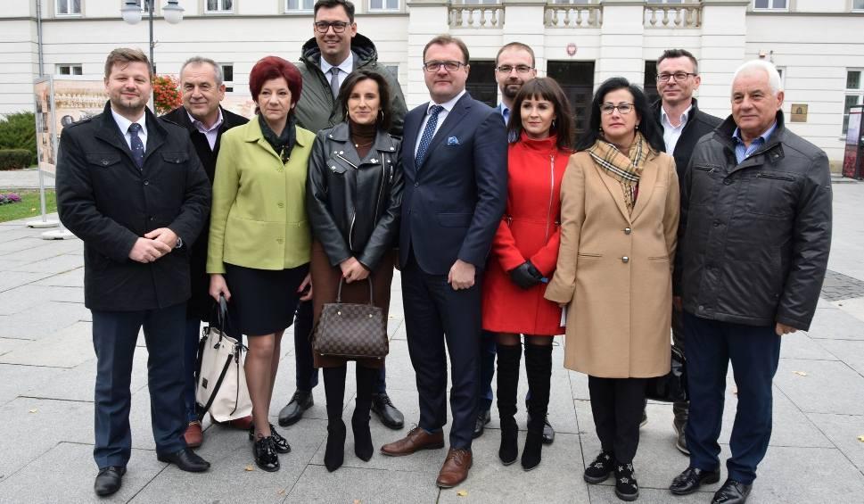 Film do artykułu: Wybory samorządowe 2018 w Radomiu. Radosław Witkowski i radni z komitetu Koalicja Na Rzecz Zmian: wygraliśmy, ale nadal prosimy o poparcie