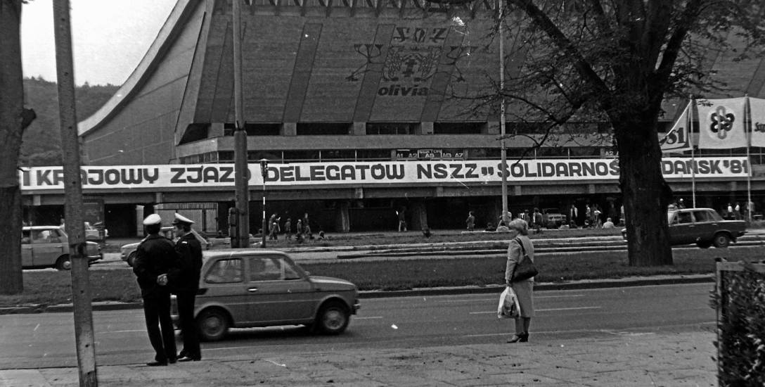 """Gdańska hala Olivia, gdzie obradował I Zjazd Krajowy """"Solidarności""""."""