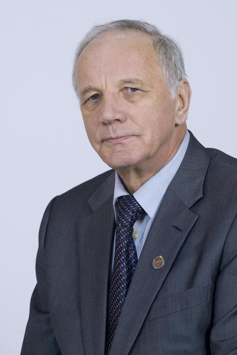 Jan Rulewski (ur. 18 kwietnia 1944 w Bydgoszczy) – polski polityk i związkowiec, poseł na Sejm I, II i III kadencji, od 2007 senator VII i VIII kade