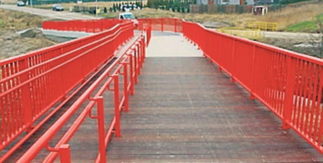 Czerwony most łączy Wyspę Łososiową z ulicą Lutosławskiego