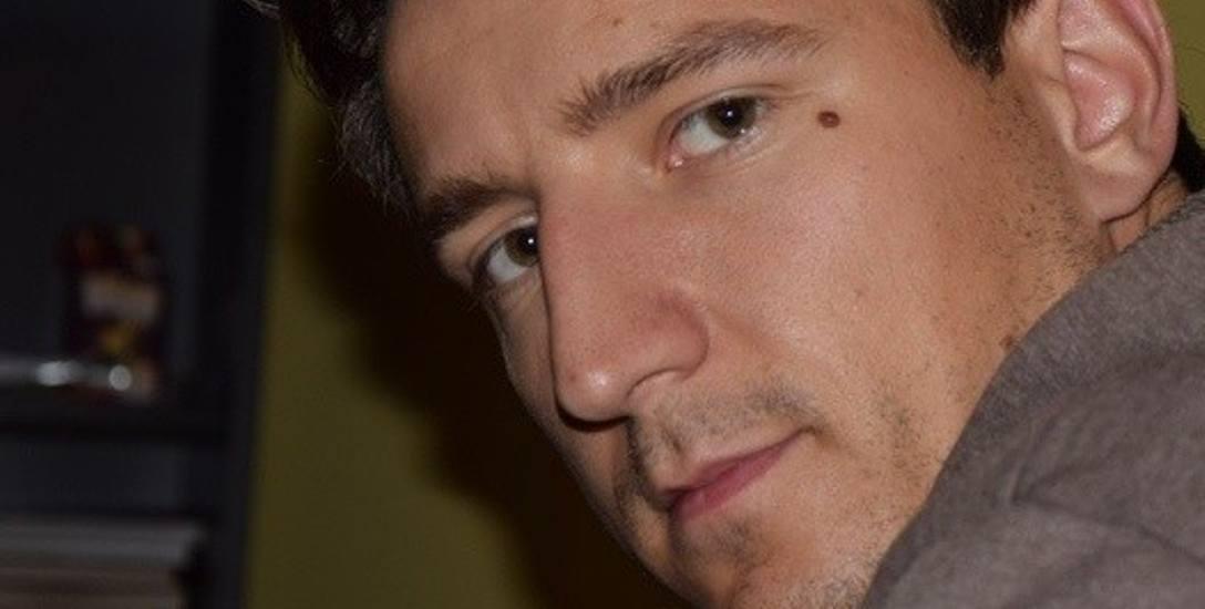 Kamil  Schreiber ma 29 lat i jest młodszym  bratem posła Łukasza   Schreibera. Funkcję dyrektora oddziału banku objął 23 kwietnia br.