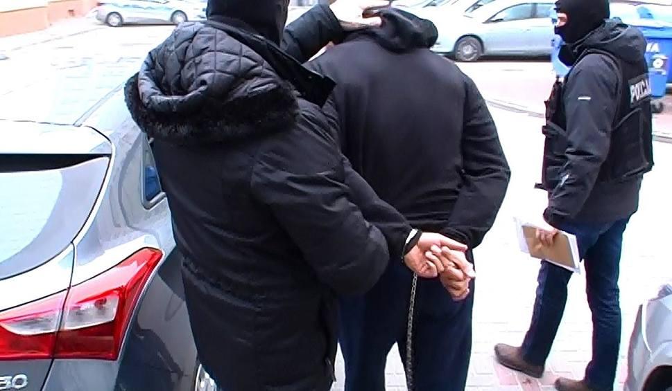 Film do artykułu: Gang handlarzy narkotykami i bronią rozbity. Zatrzymano dwójkę gangsterów (zdjęcia, wideo)