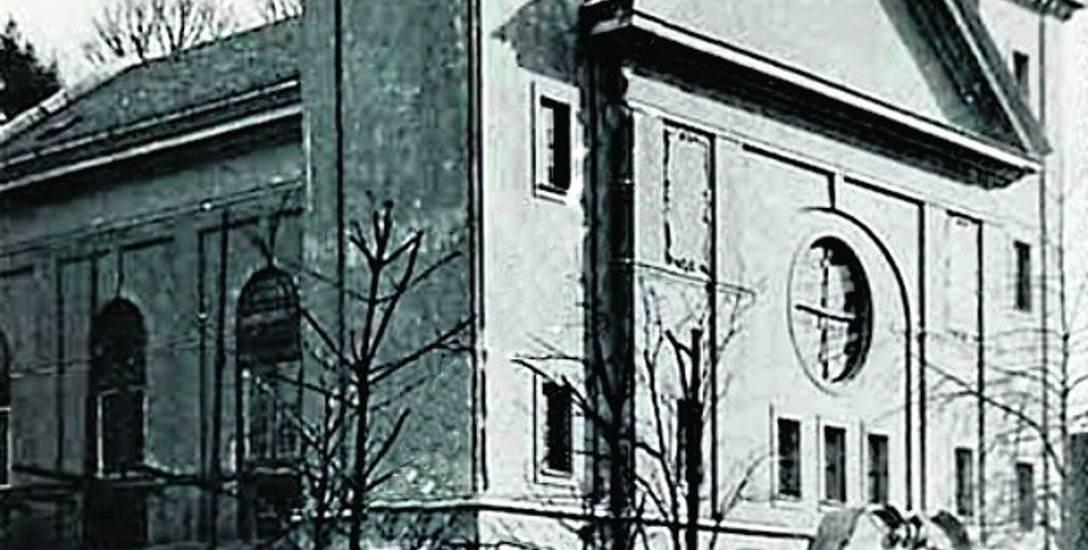Spalona  w listopadzie  1938 roku sopocka synagoga. Stała na dzisiejszej ulicy  Dąbrowskiego