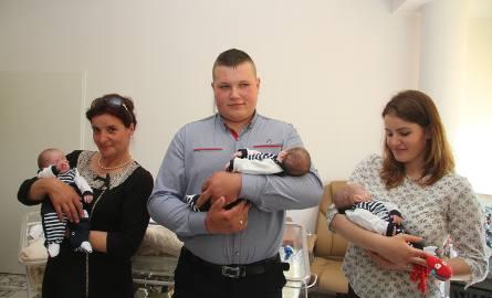 Maluchy z rodziną: babcią Małgorzatą Błaszczyk, tatą Patrykiem Stolarskim i mamą Marią Stolarską.