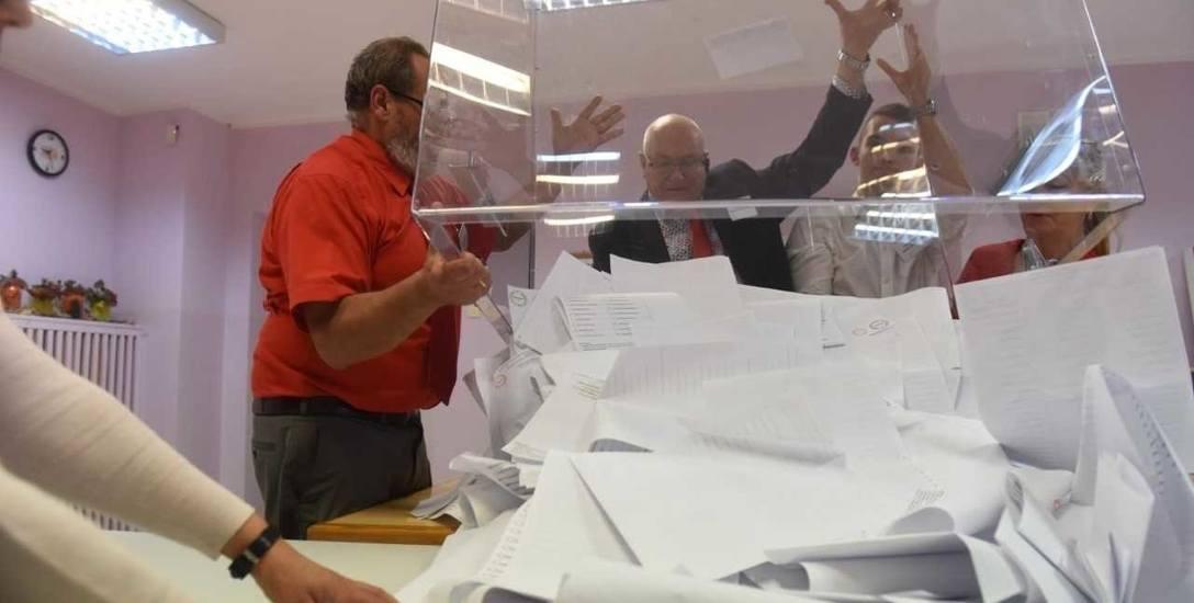 Przy głosowaniu korespondencyjnym potrzeba mniej osób do pracy w komisjach, ale chętnych i tak brakuje.