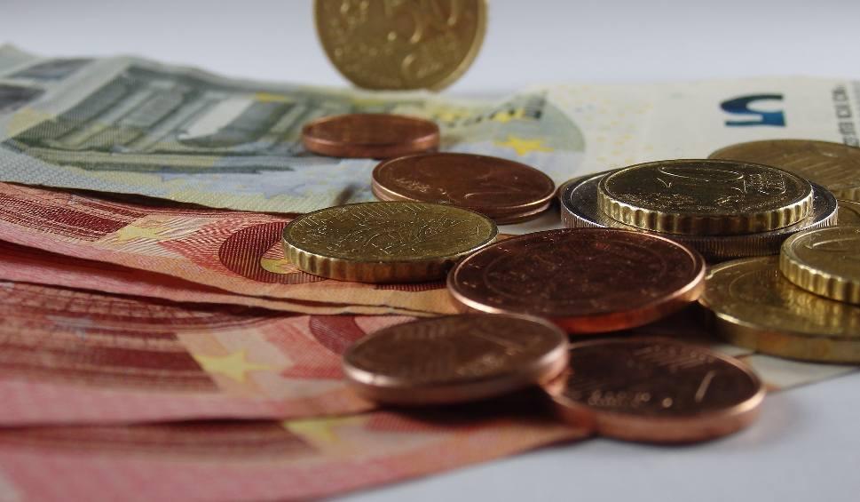 Film do artykułu: Europejska płaca minimalna. UE zmusi pracodawców do podwyżek? Minimum 60 proc. średniej krajowej. Pracownicy zacierają ręce