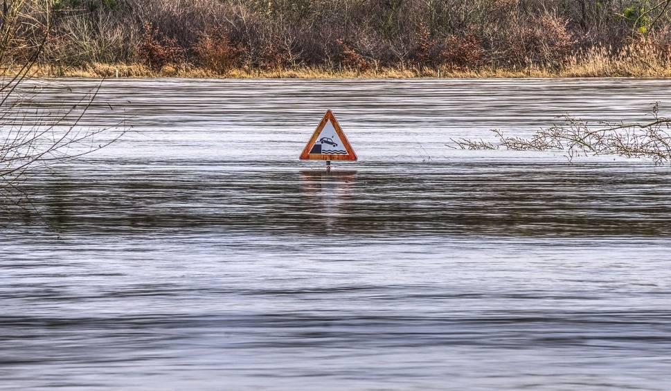 Film do artykułu: Alarm powodziowy na Śląsku. Gwałtowne roztopy po intensywnych opadach śniegu WIDEO + ZDJĘCIA