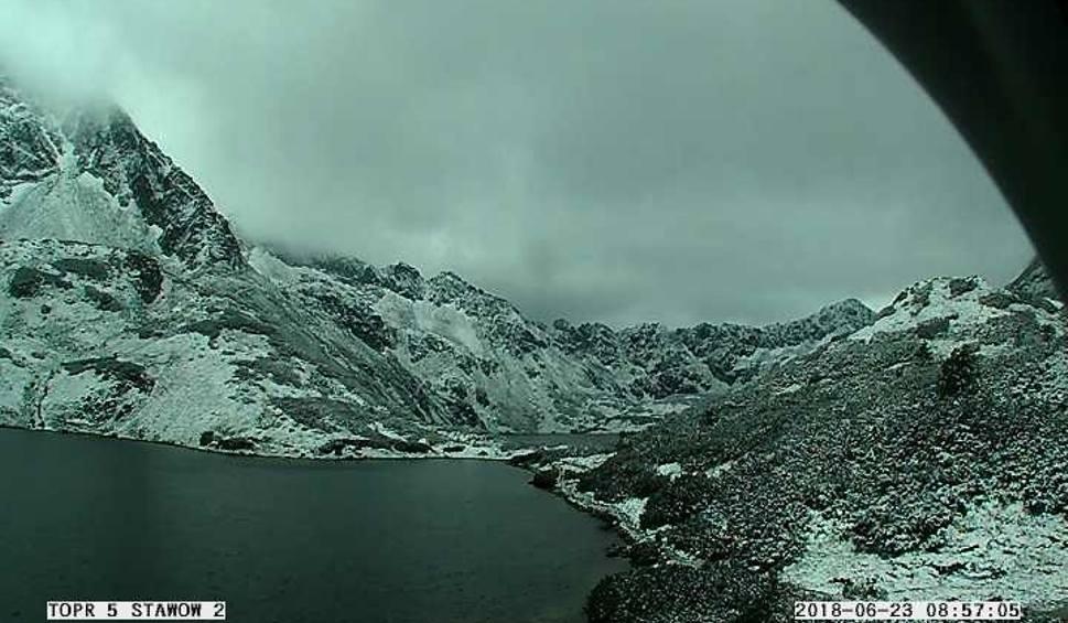 Film do artykułu: Mamy lato więc w Tatrach... sypnęło śniegiem [ZDJĘCIA]