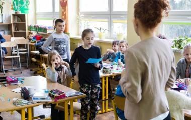 """Świadczenie """"Dobry start"""" przysługuje na dziecko uczące się w szkole, do ukończenia 20. roku życia, a dla dziecka niepełnosprawnego"""