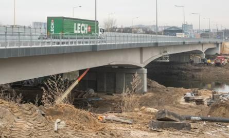 Od piątku w rejonie mostu Lecha obowiązują zmiany w ruchu.