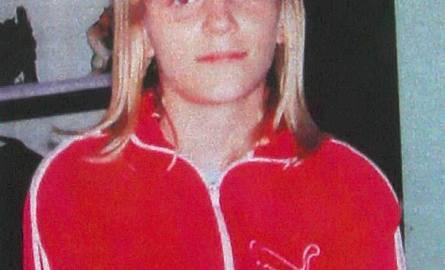 Dorotka ma 15 lat, 167 cm wzrostu, jest szczupła i ma blond włosy do ramion. W dniu zaginięcia ubrana była w jasne dżinsy, czarne sportowe buty, szarą
