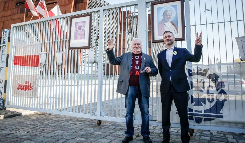 """Film do artykułu: Lech Wałęsa i Jarosław Wałęsa zabrali głos w sprawie trwającego strajku nauczycieli: """"Powinni dać tej władzy w twarz"""" [wideo]"""