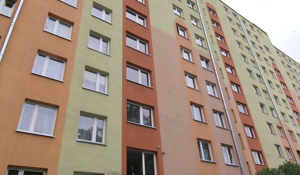 Film do artykułu: Wrocław: Bez wiedzy właścicieli do mieszkania zameldowało się 5 Ukraińców