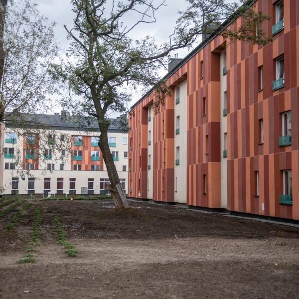 Nowe mieszkania komunalne powstają m.in w rejonie ulic Przyzby i Zalesie. Docelowo na osiedlu będzie mogło zamieszkać 357 rodzin. Pierwsi mieszkańcy