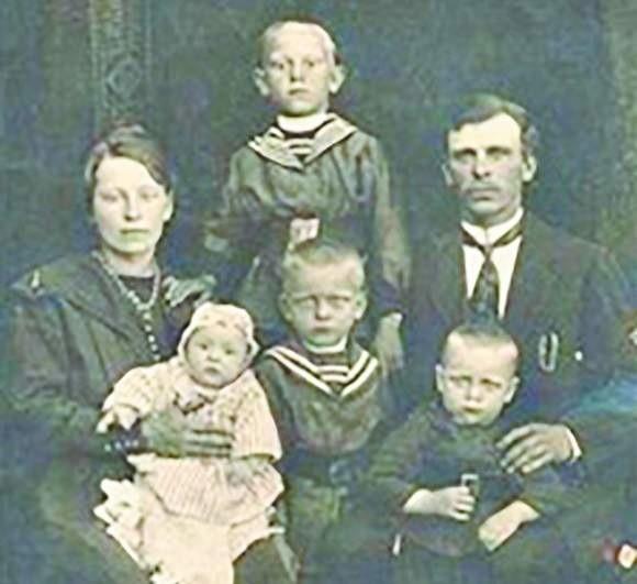 Antonina z Deputatów i Wincenty Wilczewscy oraz ich najstarsze dzieci: Monika, Piotr, Bronisław, Franciszek