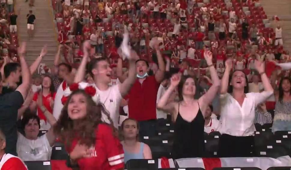 Film do artykułu: Euro 2020. 20 tysięcy osób oglądało mecz Polska - Hiszpania w strefie kibica na Stadionie Narodowym [WIDEO]