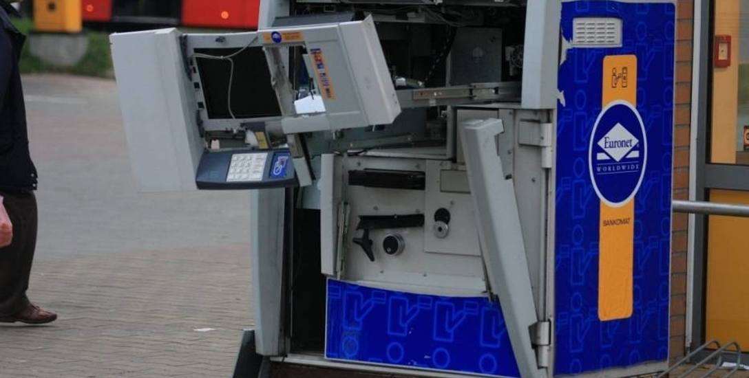Wysadzony w 2013 roku bankomat na skrzyżowaniu al. Havla i Warszawskiej w Gdańsku.