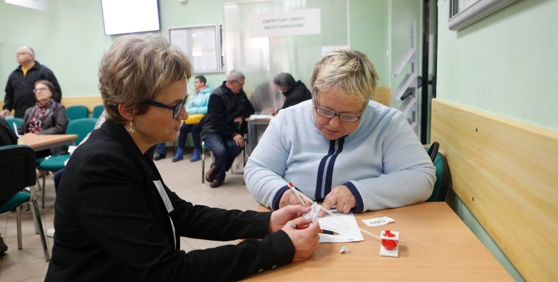 Pani Wiesława, jest jedną z tych kobiet, które po zmianie zasad dotyczących wieku, zdecydowała się złożyć wniosek o przyznanie emerytury. Na Podkarpaciu